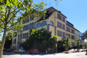 Schüler am Siebold-Gymnasium lernen Achtsamkeit in der 5. Klasse (Ansicht Gebäude)